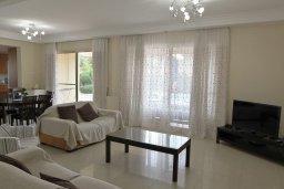 Гостиная. Кипр, Декелия - Ороклини : Прекрасная вилла в 50 метрах от пляжа с бассейном и зеленым двориком с барбекю, 4 спальни, 3 ванные комнаты, парковка, Wi-Fi