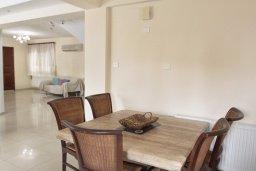 Обеденная зона. Кипр, Декелия - Ороклини : Прекрасная вилла в 50 метрах от пляжа с бассейном и зеленым двориком с барбекю, 4 спальни, 3 ванные комнаты, парковка, Wi-Fi