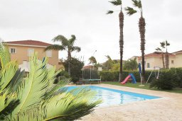 Бассейн. Кипр, Декелия - Ороклини : Прекрасная вилла в 50 метрах от пляжа с бассейном и зеленым двориком с барбекю, 4 спальни, 3 ванные комнаты, парковка, Wi-Fi