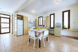 Кухня. Кипр, Каво Марис Протарас : Прекрасная вилла с бассейном и двориком с барбекю, 3 спальни, 2 ванные комнаты, парковка, Wi-Fi
