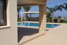 Бассейн. Кипр, Пернера : Прекрасная вилла с бассейном и зеленым двориком с барбекю, 8 спален, 4 ванные комнаты, парковка, Wi-Fi