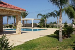Территория. Кипр, Пернера : Прекрасная вилла с бассейном и зеленым двориком с барбекю, 8 спален, 4 ванные комнаты, парковка, Wi-Fi