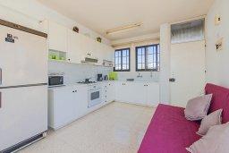 Кухня. Кипр, Декелия - Ороклини : Апартамент с гостиной, двумя спальнями и большим балконом с видом на море