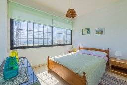 Спальня. Кипр, Декелия - Ороклини : Апартамент с гостиной, двумя спальнями и большим балконом с видом на море