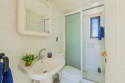 Ванная комната. Кипр, Декелия - Ороклини : Апартамент с гостиной, двумя спальнями и большим балконом с видом на море