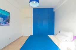 Спальня. Кипр, Декелия - Ороклини : Апартамент с гостиной, отдельной спальней и балконом с боковым видом на море