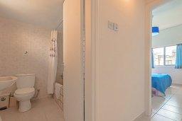 Ванная комната. Кипр, Декелия - Ороклини : Апартамент с гостиной, отдельной спальней и балконом с боковым видом на море