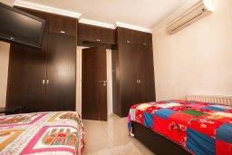 Спальня 2. Кипр, Каппарис : Роскошная вилла в 50 метрах от пляжа с бассейном и зеленой территорией, 5 спален, 5 ванных комнат, барбекю, парковка, Wi-Fi