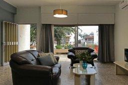 Гостиная. Кипр, Ларнака город : Апартамент с гостиной, тремя спальнями и террасой