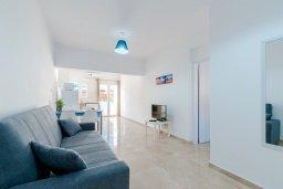 Гостиная. Кипр, Декелия - Ороклини : Апартамент с гостиной, отдельной спальней и террасой