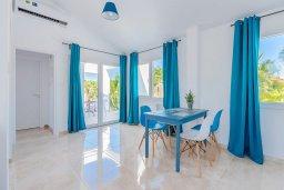 Гостиная. Кипр, Декелия - Ороклини : Апартамент с гостиной, отдельной спальней и балконом