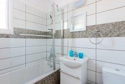Ванная комната. Кипр, Декелия - Ороклини : Апартамент с гостиной, отдельной спальней и балконом
