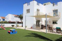 Фасад дома. Кипр, Пернера Тринити : Прекрасная вилла с бассейном и зеленым двориком с барбекю, 3 спальни, парковка, Wi-Fi