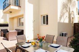 Обеденная зона. Кипр, Пернера : Прекрасная вилла с бассейном и двориком с барбекю, 3 спальни, 2 ванные комнаты, парковка, Wi-Fi