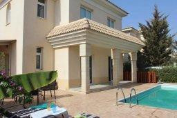 Фасад дома. Кипр, Каппарис : Уютная вилла с бассейном и двориком с барбекю, 3 спальни, 2 ванные комнаты, парковка, Wi-Fi