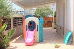 Территория. Кипр, Каппарис : Уютная вилла с бассейном и двориком с барбекю, 3 спальни, 2 ванные комнаты, парковка, Wi-Fi