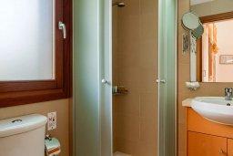 Ванная комната. Кипр, Афродита Хиллз : Прекрасная вилла с бассейном и зеленым двориком, 2 спальни, парковка, Wi-Fi