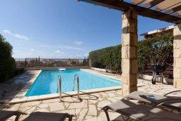 Бассейн. Кипр, Афродита Хиллз : Прекрасная вилла с бассейном и зеленым двориком, 2 спальни, парковка, Wi-Fi