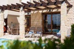 Территория. Кипр, Афродита Хиллз : Прекрасная вилла с бассейном и зеленым двориком, 2 спальни, парковка, Wi-Fi