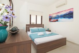 Спальня. Кипр, Каво Марис Протарас : Прекрасная вилла с бассейном и двориком с барбекю, 3 спальни, 2 ванные комнаты, парковка, Wi-Fi