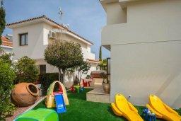 Территория. Кипр, Коннос Бэй : Уютная вилла с зеленым двориком и барбекю, 2 спальни, парковка, Wi-Fi