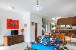 Гостиная. Кипр, Коннос Бэй : Уютная вилла с зеленым двориком и барбекю, 2 спальни, парковка, Wi-Fi