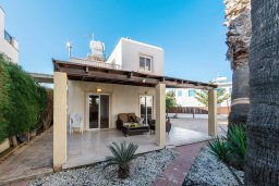 Фасад дома. Кипр, Пернера : Прекрасная вилла с двориком с барбекю, 3 спальни, парковка, Wi-Fi