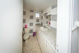 Ванная комната. Кипр, Пернера : Прекрасная вилла с двориком с барбекю, 3 спальни, парковка, Wi-Fi