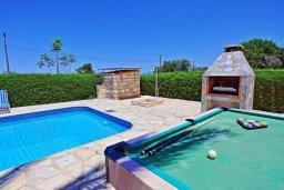 Территория. Кипр, Лачи : Очаровательная вилла с видом на море, с 3-мя спальнями, 2-мя ванными комнатами, бассейном, в окружение зелёного сада, тенистой террасой с патио, барбекю и бильярдным столом