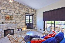 Гостиная. Кипр, Лачи : Очаровательная вилла с видом на море, с 3-мя спальнями, 2-мя ванными комнатами, бассейном, в окружение зелёного сада, тенистой террасой с патио, барбекю и бильярдным столом