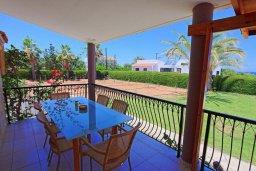 Терраса. Кипр, Лачи : Очаровательная вилла с видом на море, с 3-мя спальнями, 2-мя ванными комнатами, бассейном, в окружение зелёного сада, тенистой террасой с патио, барбекю и бильярдным столом