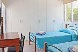 Спальня 2. Кипр, Аргака : Очаровательная вилла с потрясающим видом на море, с 3-мя спальнями, бассейном, в окружение зелёного сада, патио и барбекю, расположена в 50 метрах от пляжа