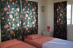 Спальня. Кипр, Ионион - Айя Текла : Уютная вилла с бассейном и приватным двориком, 3 спальни, 2 ванные комнаты, парковка, Wi-Fi