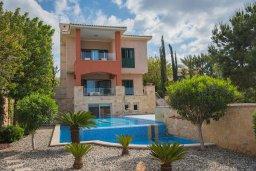 Фасад дома. Кипр, Лачи : Современная вилла в 50 метрах от пляжа с бассейном и зеленым двориком, 5 спален, сауна, парковка, Wi-Fi