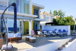 Фасад дома. Кипр, Коннос Бэй : Современная вилла с патио и видом на море, 5 спален, 5 ванных комнат, парковка, Wi-Fi