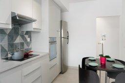 Кухня. Кипр, Центр Лимассола : Апартамент с гостиной, двумя спальнями и балконом