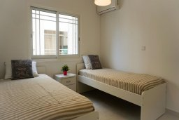 Спальня 2. Кипр, Центр Лимассола : Апартамент с гостиной, двумя спальнями и балконом