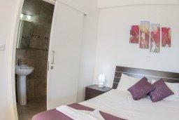 Спальня. Кипр, Корал Бэй : Прекрасная вилла с бассейном и зеленым двориком с барбекю, 4 спальни, 2 ванные комнаты, парковка, Wi-Fi
