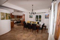 Гостиная. Кипр, Центр Айя Напы : Уютная вилла с зеленым двориком и барбекю, 3 спальни, 3 ванные комнаты, парковка, Wi-Fi