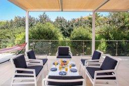 Патио. Кипр, Санрайз Протарас : Роскошная вилла с бассейном и зеленой территорией, 4 спальни, 4 ванные комнаты, барбекю, бильярд, парковка, Wi-Fi