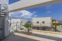 Балкон. Кипр, Фиг Три Бэй Протарас : Современная просторная вилла с частичным видом на море, с 3-мя спальнями, 3 ванными комнатами, бассейном, патио, барбекю и прекрасной террасой на крыше, расположена в 100 метрах от пляжа