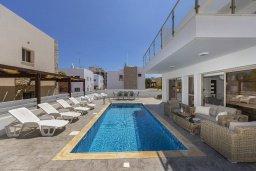 Бассейн. Кипр, Фиг Три Бэй Протарас : Современная просторная вилла с частичным видом на море, с 3-мя спальнями, 3 ванными комнатами, бассейном, патио, барбекю и прекрасной террасой на крыше, расположена в 100 метрах от пляжа