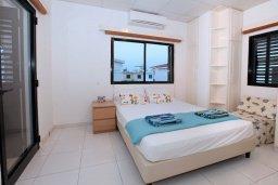 Спальня 2. Кипр, Каво Марис Протарас : Прекрасная вилла с 3-мя спальнями, 2-мя ванными комнатами, с зелёным садом, тенистой террасой с патио и барбекю,   расположена всего в 5 минутах ходьбы от живописного пляжа Green Bay Beach