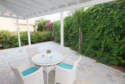Территория. Кипр, Каво Марис Протарас : Прекрасная вилла с 3-мя спальнями, 2-мя ванными комнатами, с зелёным садом, тенистой террасой с патио и барбекю,   расположена всего в 5 минутах ходьбы от живописного пляжа Green Bay Beach