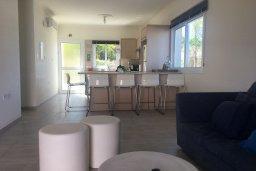 Гостиная. Кипр, Каво Марис Протарас : Прекрасная вилла с бассейном и двориком с барбекю, 4 спальни, 3 ванные комнаты, парковка, Wi-Fi