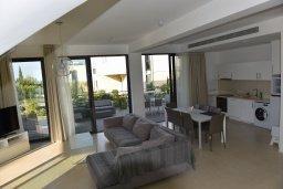 Гостиная. Кипр, Лачи : Роскошная современная вилла в 100 метрах от пляжа с бассейном и зеленым двориком, 4 спальни, 3 ванные комнаты, барбекю, парковка, Wi-Fi