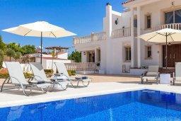 Фасад дома. Кипр, Пейя : Роскошная вилла с бассейном и зеленой территорией, 7 спален, 6 ванных комнат, барбекю, джакузи, парковка, Wi-Fi