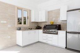Кухня. Кипр, Пейя : Роскошная вилла с бассейном и зеленой территорией, 7 спален, 6 ванных комнат, барбекю, джакузи, парковка, Wi-Fi