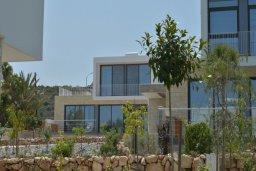 Фасад дома. Кипр, Лачи : Роскошная современная вилла в 100 метрах от пляжа с зеленым двориком, 3 спальни, 2 ванные комнаты, барбекю, парковка, Wi-Fi
