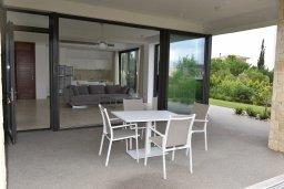 Терраса. Кипр, Лачи : Роскошная современная вилла в 100 метрах от пляжа с зеленым двориком, 3 спальни, 2 ванные комнаты, барбекю, парковка, Wi-Fi